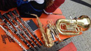 Warten auf den Auftritt zur Eröffnung des Kastler Marktfests.